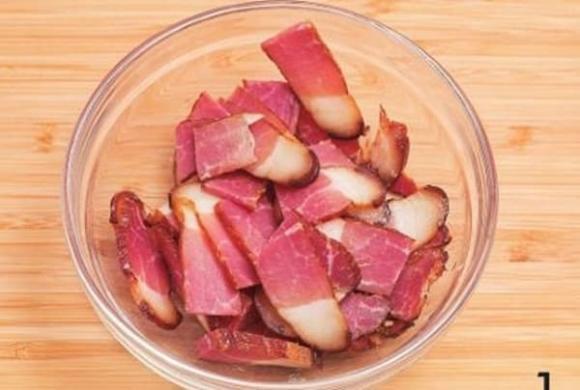 Ăn thịt xông khói theo cách này cực ngon miệng lại tốt cho tiêu hóa, ngăn ngừa cảm cúm