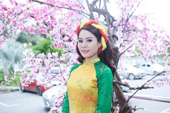 Chân dung con gái nuôi xinh đẹp, nóng bỏng ít người biết của danh hài Hoài Linh