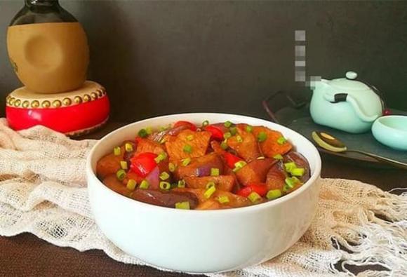 Cách làm thịt heo xào cà tím, thịt thơm ngon không hề bị dính chảo