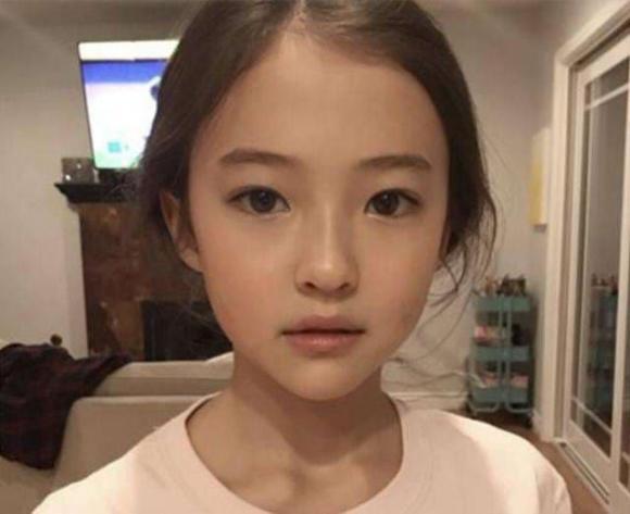 cô con gái xinh đẹp, chăm sóc trẻ nhỏ, làm gì khi con gái quá xinh đẹp