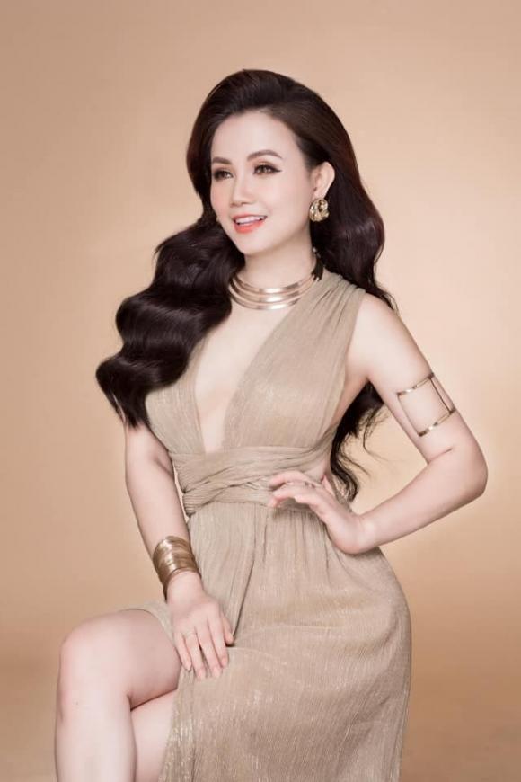 'Diễn viên 4 đời chồng' Đào Hoàng Yến ngày càng đẹp và gợi cảm ở tuổi 45, bảo sao chồng hay ghen