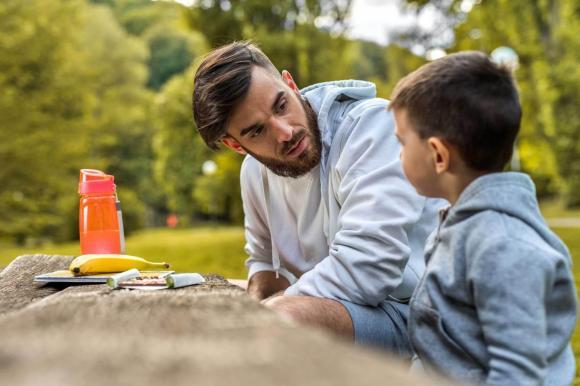 chăm sóc trẻ đúng cách, làm gì khi trẻ cáu gắt, cha mẹ cần làm điều này cho trẻ