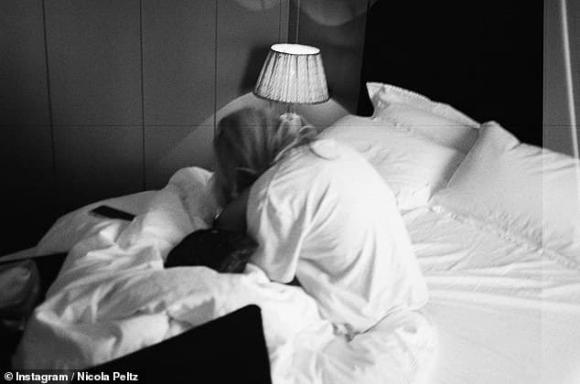 Vợ sắp cưới của Brooklyn tung ảnh 'giường chiếu', để lộ nhiều da thịt