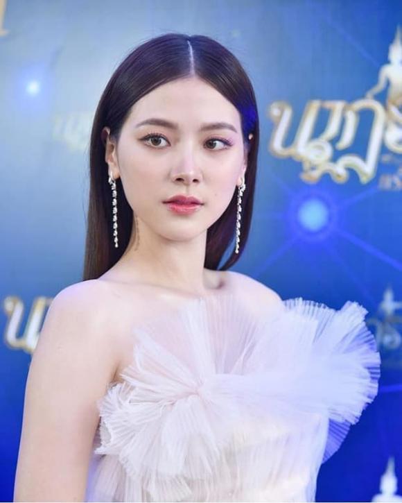 Mỹ nhân 'Chiếc lá cuốn bay' đẹp tựa nữ thần trong đêm trao giải 'Oscar Thái Lan', kéo đến ảnh hậu trường mà muốn xỉu