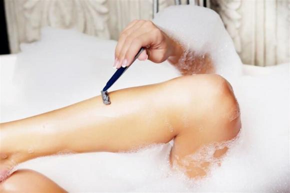 cạo lông cơ thể, chăm sóc sức khỏe nữ giới, có nên cạo lông không