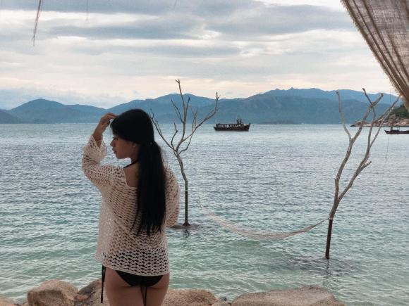 Con gái út của nghệ sĩ Chiều Xuân ngày càng lột xác ngoạn mục, thiếu nữ 16 tuổi gợi cảm hút mắt