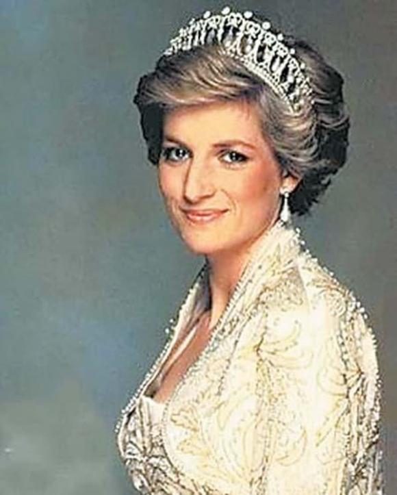 Công nương Diana, Thái tử Charles, Hoàng gia Anh