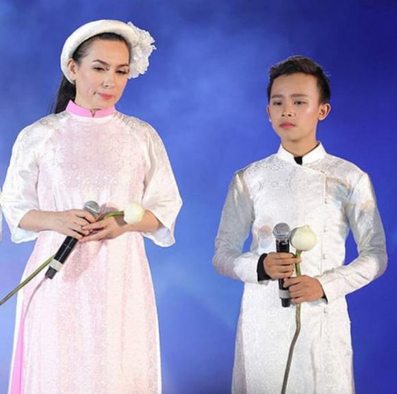 Phi Nhung lỡ loại con nuôi Hồ Văn Cường nhưng vẫn không quên nhắc nhở con