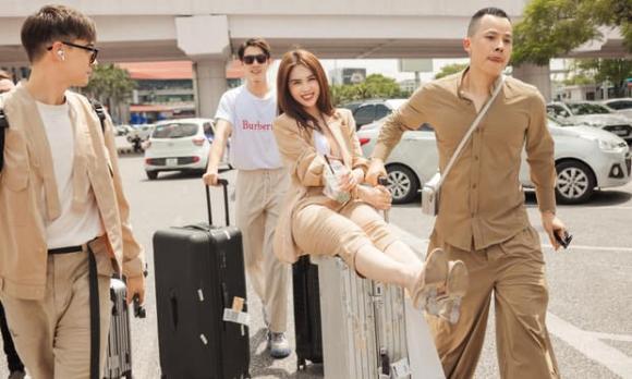 người mẫu Linh Chi, ông trùm chân dài Vũ Khắc Tiệp, sao Việt