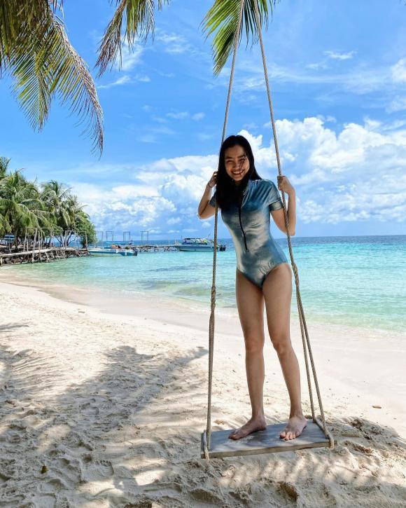 Trúc Diễm diện bikini gợi cảm khi đi du lịch Phú Quốc cùng chồng