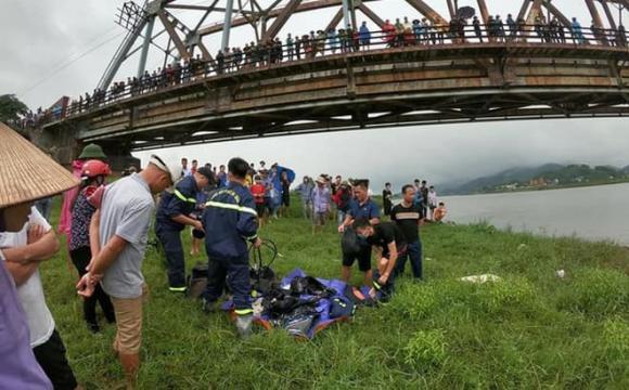 nữ tài xế nhảy sông cứu cô gái, 2 người chết đuối, đuối nước