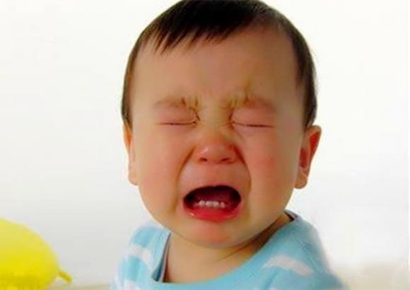 con khóc, nuôi dạy con cái, dạy trẻ, chăm con