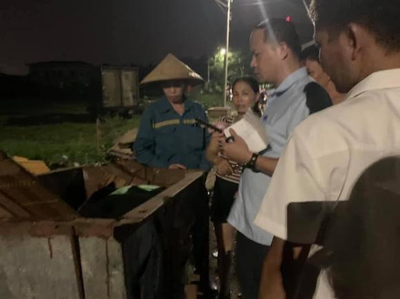 bé sơ sinh bỏ rơi, bé gái, Hà Nội, thùng rác