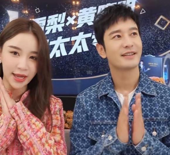 Huỳnh Hiểu Minh lộ diện với gương mặt hack tuổi, khiến MC livestream hot nhất nhì Weibo phải 'rung rinh'