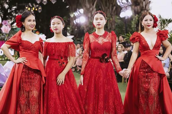 Cẩm Ly cùng Minh Tuyết xuất hiện trên sàn catwalk, nhan sắc hai con gái chị Tư mới ngỡ ngàng