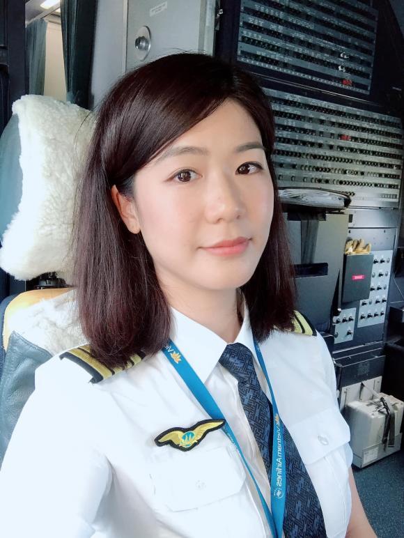 Huỳnh Lý Đông Phương, cơ trưởng Huỳnh Lý Đông Phương, người yêu cũ Trương Thế Vinh