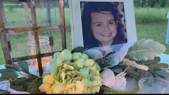 bé 12 tuổi qua đời vì bị chấy cắn suốt nhiều năm, bạo hành trẻ em, phụ huynh bạo hành