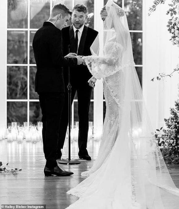 justin bieber, justin và hailey, vợ chồng justin bieber đăng ảnh kỷ niệm ngày cưới như ngôn tình