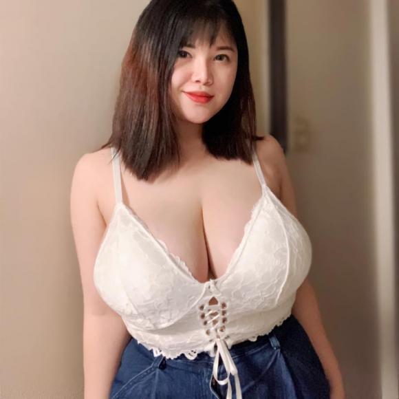 nữ sinh ngực khủng, vòng một khủng, vòng một 110 cm