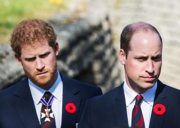 Hoàng tử Harry từng tức giận với anh trai William vì đã can thiệp ngăn cản việc cưới Meghan Markle