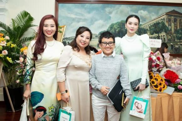 Ra mắt MV 'Nỗi buồn đáy tim', Sunny Đan Ngọc được dàn sao 'khủng' đến chúc mừng