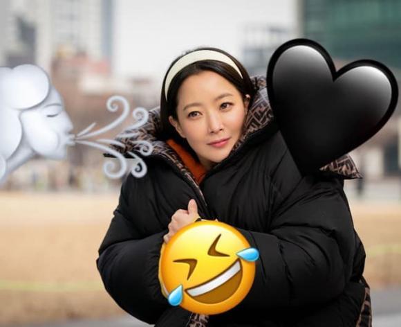 Cận cảnh Kim Hee Sun tuổi 43 vẫn được ca ngợi là 'quốc bảo nhan sắc', netizen khen 'ăn đứt' đàn em Kim Tae Hee kém 3 tuổi