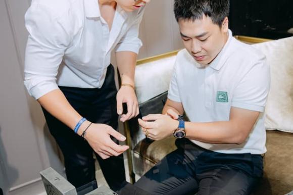 Hòa Minzy chi mạnh tay tậu đồng hồ tiền tỷ phiên bản giới hạn tặng bạn trai thiếu gia