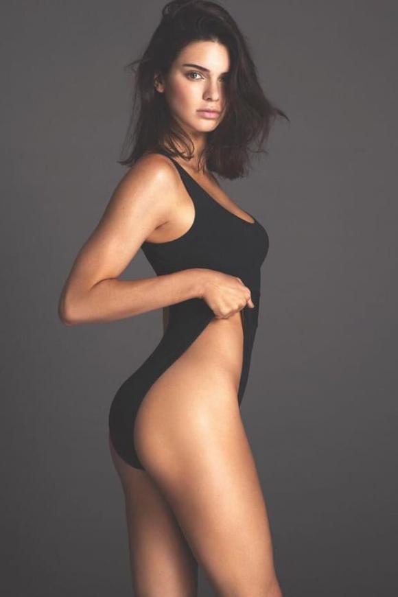 Kendall Jenner 'thả rông' khi dạo phố cùng bà xã Justin Bieber, vòng một bị chê chảy xệ khác hẳn hình trên mạng