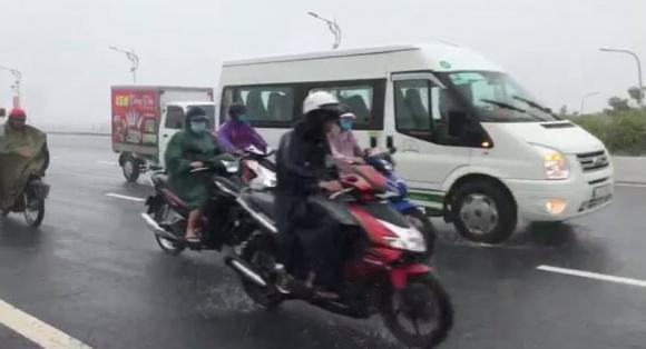 mưa lũ miền Trung, Đà Nẵng, cầu rồng, ô tô, xe máy