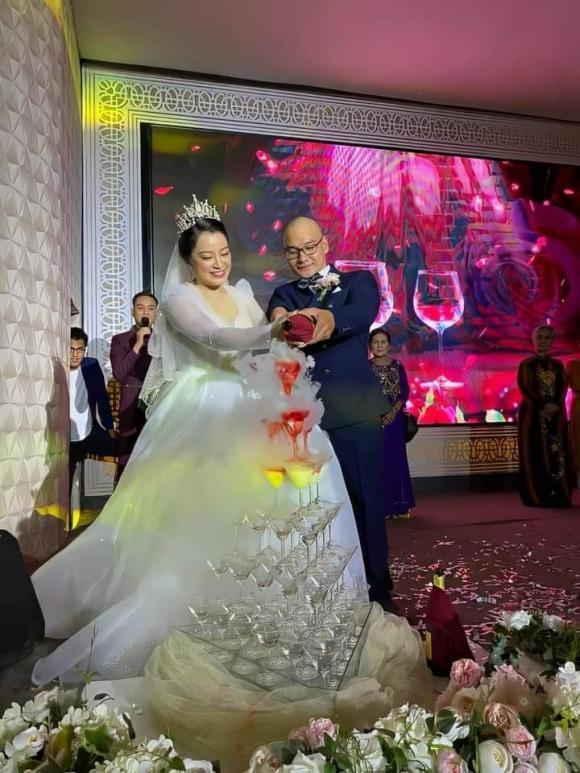 Miss Han Wang, Tung Yuki, Tha Lok, Cá chân biển Hong Loi, NTK Tuong Ngia