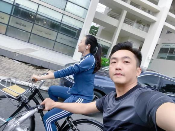 Lôi kéo thành công vợ chơi xe mới, Cường Đô La vô tình để lộ vóc dáng của Đàm Thu Trang sau 2 tháng sinh nở