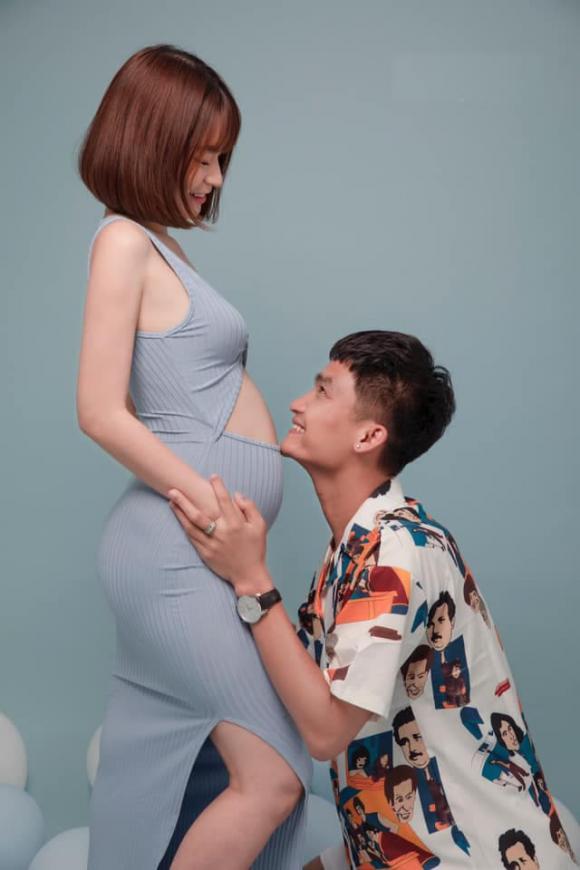 Đi làm 3 giờ sáng mới về, Mạc Văn Khoa vẫn dậy sớm nấu cháo cho bạn gái đang mang bầu