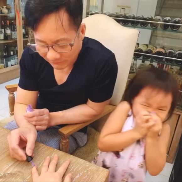 Phan Như Thảo bức xúc đáp trả khi bị chỉ trích không dạy tiếng Việt cho con gái