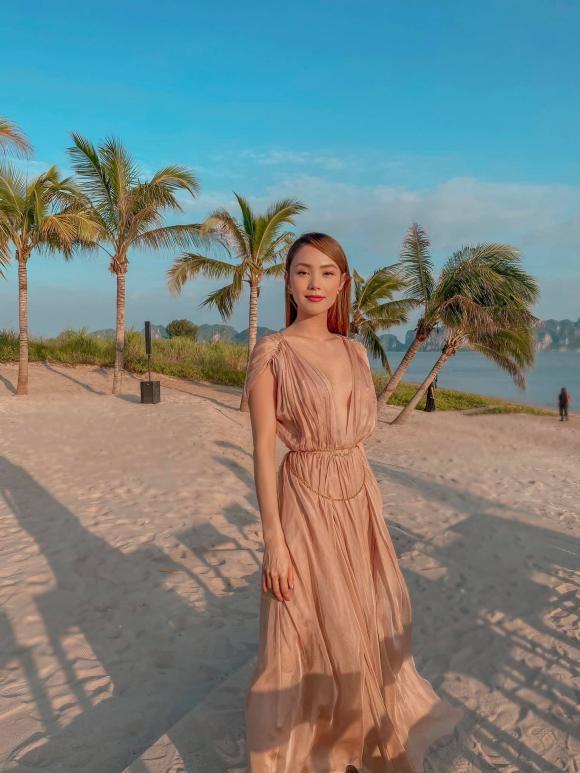 Đi ăn cưới, Minh Hằng diện đầm nude khoe trọn vòng một quyến rũ, bảo sao không lấn át cô dâu