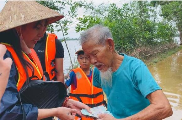 Thuỷ Tiên, cứu trợ miền Trung, quà cứ trợ, từ thiện