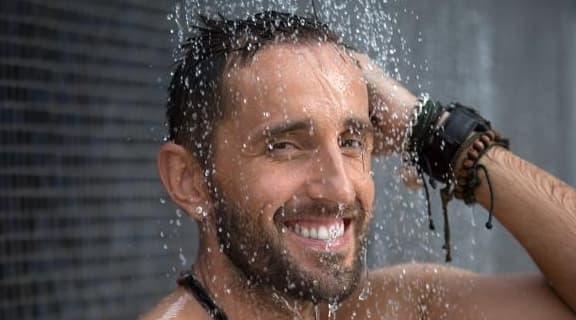 Khi đàn ông đi tắm, nếu cẩn thận hơn khi kì cọ 2 bộ phận này thì thận sẽ biết ơn lắm đấy!