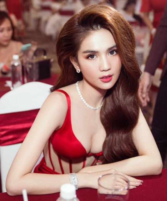 Nữ hoàng nội y ngọc trinh,nữ hoàng nội y Ngọc Trinh gợi cảm, hoa hậu Hương Giang, sao Việt