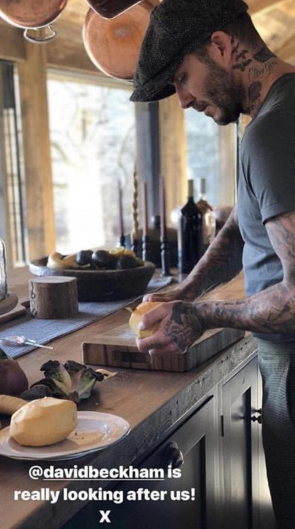 david beckham, victoria beckham, david beckham trổ tài nấu nướng cho vợ con