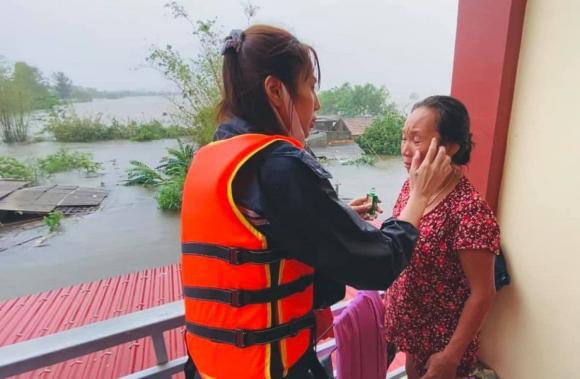 ca sĩ Thuỷ Tiên, sao Việt, từ thiện, cứu trợ miền Trung