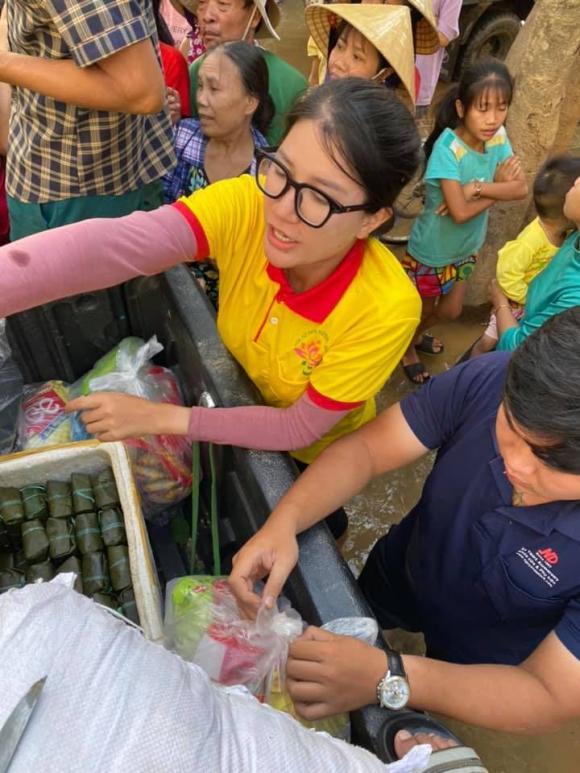 Trang Trần dành hơn nửa tháng để đi cứu trợ ở miền Trung.