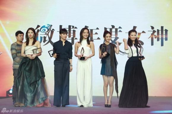 'Tình đầu quốc dân' xứ Hàn đọ sắc cùng mỹ nhân Cbiz: Đứng ngoài rìa vẫn 'đè bẹp' từ Triệu Lệ Dĩnh đến Lưu Đào