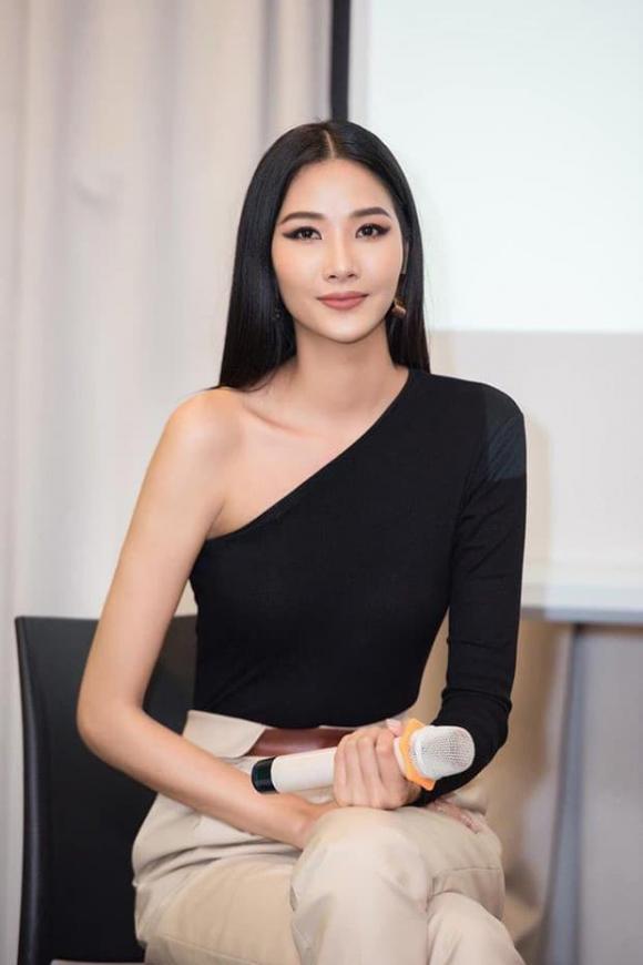 hoa hậu Hương Giang, á hậu Hoàng Thuỳ, sao Việt