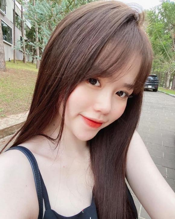 hotgirl Huỳnh Anh, cầu thủ Quang Hải, sao Việt