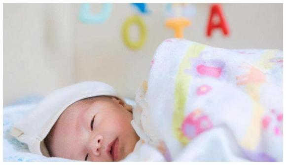 chăm sóc trẻ, trẻ sơ sinh, trẻ cười khi ngủ