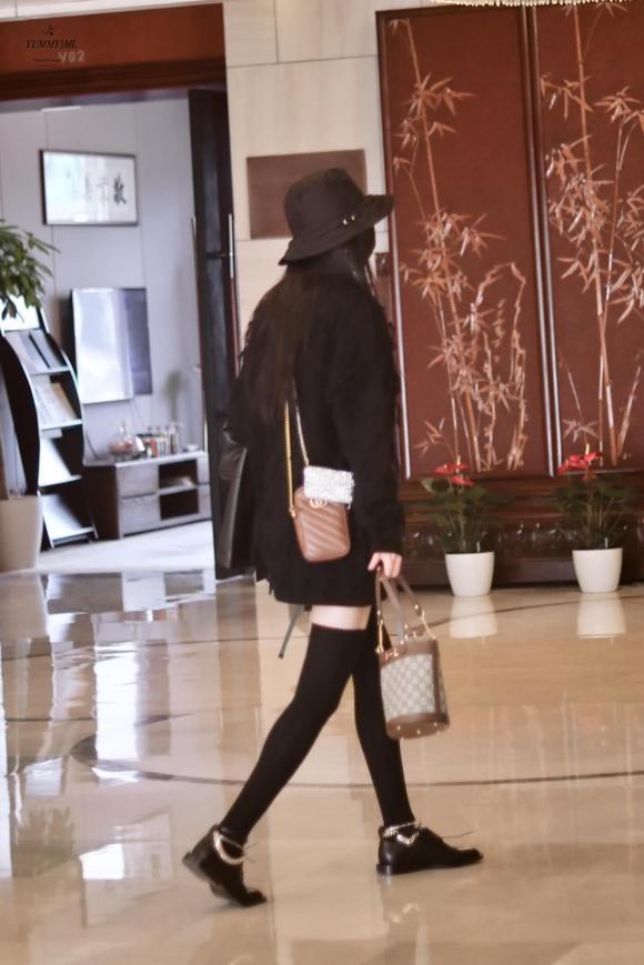 dương mịch, túi xách, thời trang sân bay, sao hoa ngữ