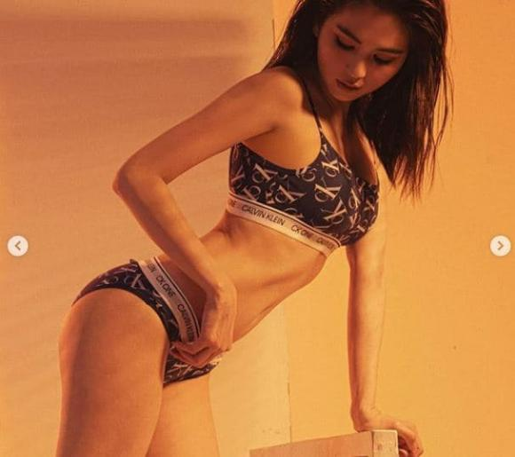 'Nữ hoàng nội y' Ngọc Trinh nhá hàng loạt ảnh bikini mới, nóng nghẹt thở