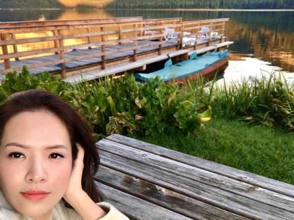 Vợ chồng Đan Lê 'trốn con' đi du lịch nước Áo, dân tình trầm trồ vì cảnh đẹp như phim