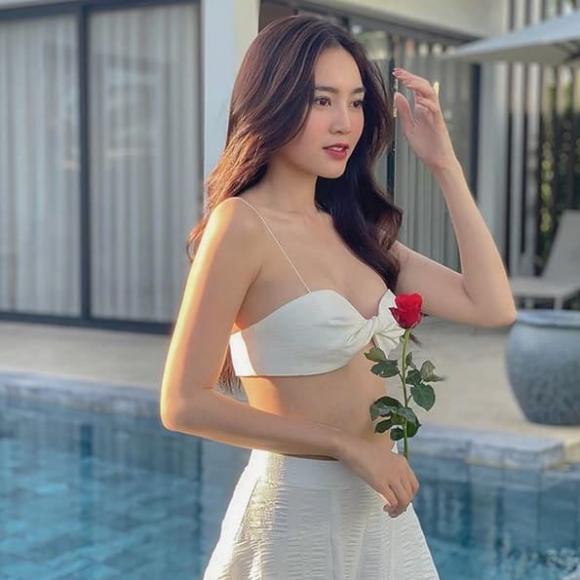 Ninh Dương Lan Ngọc khiến dân tình 'xịt máu mũi' khi diện áo bra ngắn cũn
