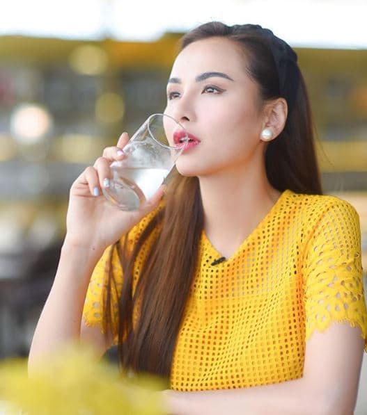 Diễm Hương, uống nước muối ấm, thói quen tốt cho sức khỏe