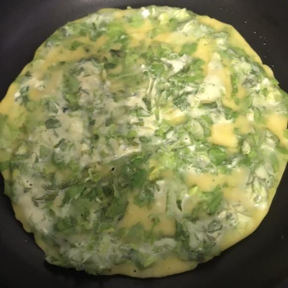 lá cần tây, rau cần, cần tây xào trứng